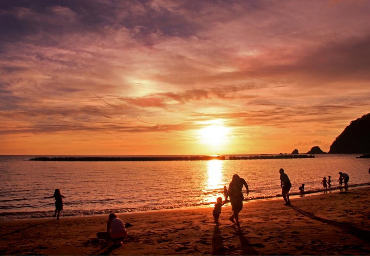 (入選)夕陽のクリスタルビーチ