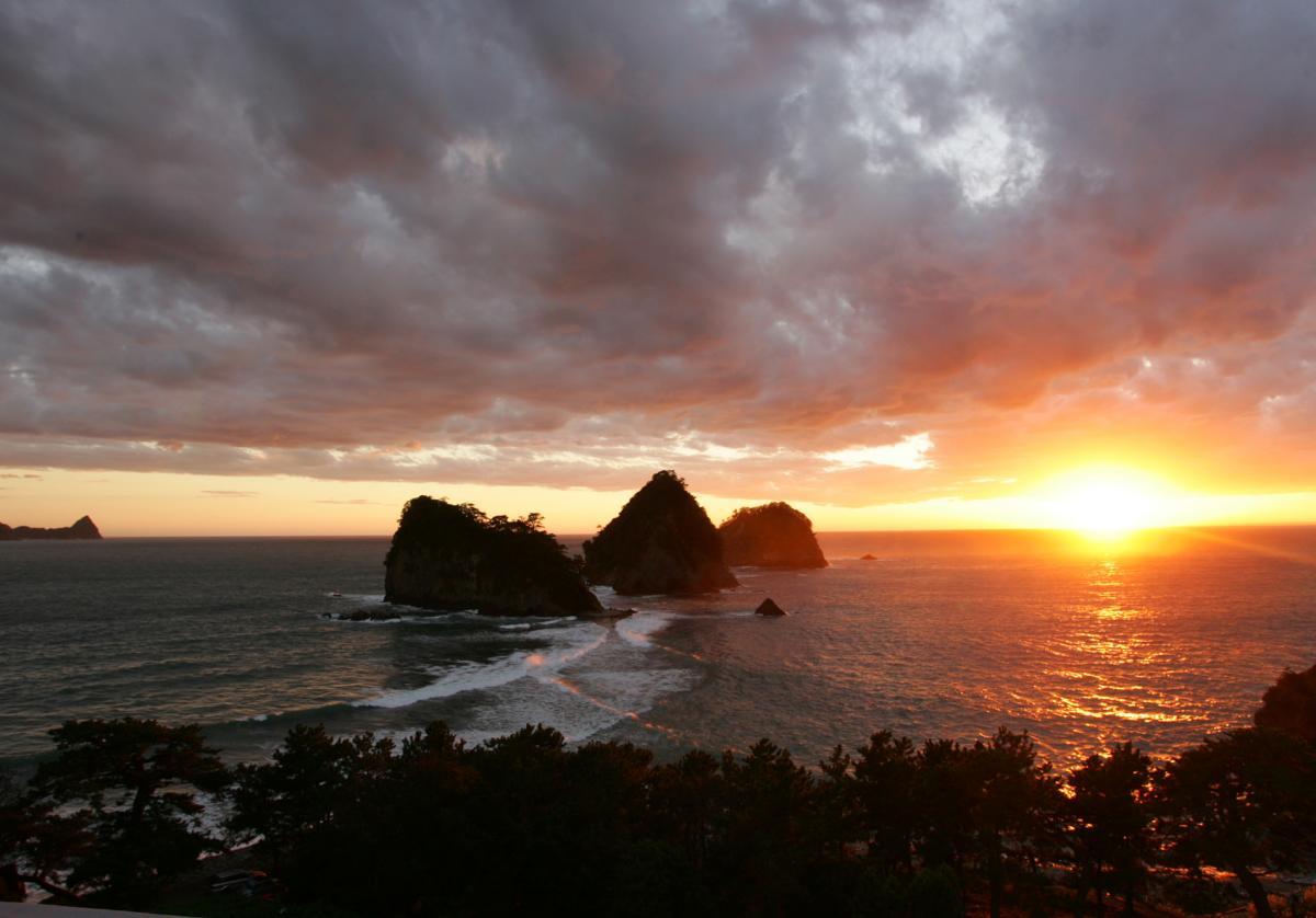 (入選)風光明媚・波・雲そして夕陽
